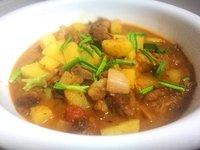 颜雪的小厨房——西红柿土豆炖牛腩