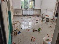 小满装修:客厅、卧室地砖完工